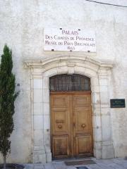 Ancien Palais des Comtes de Provence, actuellement musée du pays brignolais - Français:   Musée et palais des Comtes de provence situé à Brignoles centre ville dans le département du Var (France)