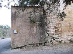 Chapelle Notre-Dame - English: Brue-Auriac - Var - France - Chapelle Notre-Dame (side of the frontside with cimetery wall)