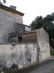 Chapelle Notre-Dame - English: Brue-Auriac - Var - France - Chapelle Notre-Dame (cimetery sidewall and little shelter)