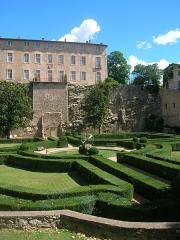 Château - English: Le Nôtre's garden at Entrecasteaux, France.