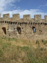 Vestiges du château - Deutsch: Teil der äußeren Ringmauer der Burg Grimaud
