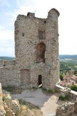 Vestiges du château - Deutsch: Einer der Türme der Burg Grimaud