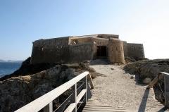 Batterie du Pradeau, dite aussi la Tour Fondue - Deutsch: Die Festung Tour Fondue auf der Halbinsel Giens an der Côte d'Azur.