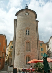 """Chapelle Saint-Blaise dite """"Tour des Templiers"""" -  Hyères, la tour Saint-Blaise appelée aussi tour des Templiers. C'est le seul vestige de la commanderie que les Templiers ont créée là au XIIe siècle, à l'époque hors les murs de la ville."""