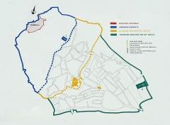 Château -  Plan de la ville médiévale d'Hyères. Le plan positionne les différentes enceintes urbaines ainsi que le château qui dominait la ville en position sommitale.