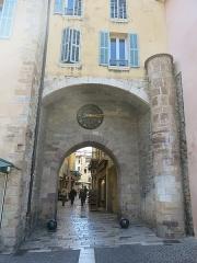 Porte de la Rade ou Porte Massillon - English: Massillon gate in Hyères (Var, France).