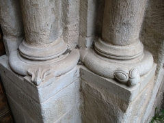 Eglise - English: Ollières - Var - France - Saint-Anne church (columns base rightside)