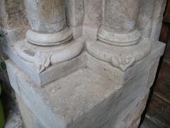 Eglise - English: Ollières - Var - France - Saint-Anne church (columns base leftside)