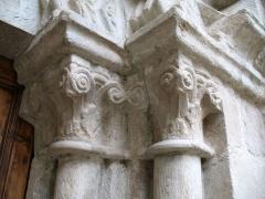 Eglise - English: Ollières - Var - France - Saint-Anne church (columns chapiteaux rightside)