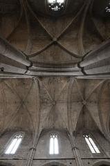 Basilique Sainte-Marie-Madeleine£ - Deutsch: Basilika Sainte-Marie-Madeleine de Saint-Maximin-la-Sainte-Baume: Blick ins Gewölbe von Langhaus und südlichem Seitenschiff