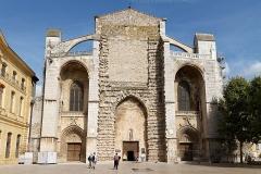 Basilique Sainte-Marie-Madeleine£ - Deutsch: Hauptfassade der Basilique Sainte-Marie-Madeleine in Saint-Maximin-la-Sainte-Baume