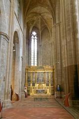 Basilique Sainte-Marie-Madeleine£ - Deutsch: Linkes Seitenschiff der Basilique Sainte-Marie-Madeleine in Saint-Maximin-la-Sainte-Baume