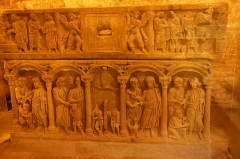 Basilique Sainte-Marie-Madeleine£ - Deutsch: Sarkophag des heiligen Sidoine in der Krypta der Basilique Sainte-Marie-Madeleine in Saint-Maximin-la-Sainte-Baume