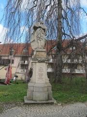 Eglise  et tour attenante - Čeština: Nový Jičín, Česká republika. Socha svatého Ignáce s chronogramem z roku 1793.