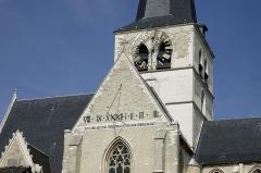 Eglise  et tour attenante - Nederlands: Kerktorenklok en zonnewijzer (uit 1764) van Onze-Lieve-Vrouwekerk in Huldenberg. De tekst op de zonnewijzer is