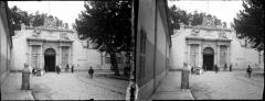 Musée de la Marine - Fonds Trutat - Photographie ancienne  Cote: TRU C 2186 Localisation: Fonds ancien (S 30)  Original non communicable  Titre: Entrée de l\'Arsenal, Toulon, 9 mai 1905  Auteur: Trutat, Eugène Rôle de l'auteur: Photographe  Lieu de création: Toulon (Var) Date de création: 1905  Mesures:: 4,5 x 5,5 cm  Observations:  Deux plaques. Note manuscrite de Trutat: \
