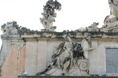 Musée de la Marine - Français:   Ancienne porte de l\'arsenal de Toulon, aujourd\'hui musée de la Marine. Sculpture de Verdiguier représentant Mars, dieu de la guerre.