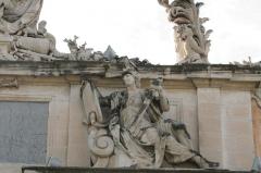 Musée de la Marine - Français:   Ancienne porte de l\'arsenal de Toulon, aujourd\'hui musée de la Marine. Sculpture de Maucord représentant Minerve.