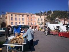 Porte de Saignon - English: Apt Little market