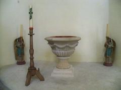 Eglise - Français:   fonds baptismaux de l\'église d\'Aubignan