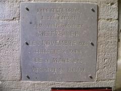 Eglise - Français:   plaque Joseph Meffre, guillotiné à Paris, dans l\'église d\'Aubignan