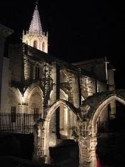 Eglise Saint-Martial, devenue Temple Protestant - Français:   Clocher et cloître Saint-Martial de nuit vus du cours Jean Jaurès (rue de la République)