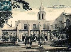 Eglise Saint-Martial, devenue Temple Protestant - Français:   Temple et cloitre Saint-Martial vue du square Agricol Perdiguier