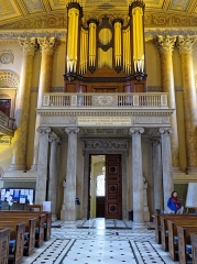 Hôtel de Montfaucon - English: The organ and nave of the Chapel of St Peter and St Paul looking west, at the Old Royal Naval College, (Royal Naval College), previously Greenwich Hospital, in Greenwich, London, England. Camera: Canon PowerShot SX60 HS. Software: file lens-corrected and optimized with DxO PhotoLab Elite and Viewpoint 3, and further optimized with Adobe Photoshop CS2.