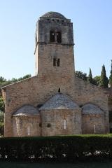 Chapelle de la Madeleine - Deutsch: Romanische Kapelle Sainte-Madeleine in Bédoin, einer Gemeinde im Département Vaucluse in der französischen Region Provence-Alpes-Côte d'Azur, Dreiapsidenanlage, Ansicht von Osten