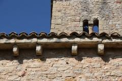Chapelle de la Madeleine - Deutsch: Romanische Kapelle Sainte-Madeleine in Bédoin, einer Gemeinde im Département Vaucluse in der französischen Region Provence-Alpes-Côte d'Azur, Traufgesims mit Kragsteinen
