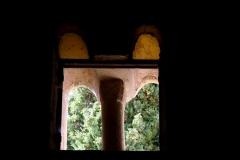 Chapelle de la Madeleine - Deutsch: Romanische Kapelle Sainte-Madeleine in Bédoin, einer Gemeinde im Département Vaucluse in der französischen Region Provence-Alpes-Côte d'Azur, Zwillingsfenster der Westwand