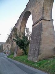 Aqueduc - Français:   Aqueduc du canal de Carpentras, à Carpentras (Vaucluse, France)