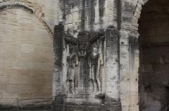 Arc romain dans l'enceinte du Palais de Justice - Deutsch: Römischer Bogen in Carpentras