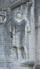 Arc romain dans l'enceinte du Palais de Justice - Galego: Guerreiro galaico no Arco de Carpentras segundo Joaquín Ruiz de Arbulo.