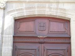 Couvent des Dominicains - Armoiries de Carpentras sur la porte du Couvent des dominicains de la ville