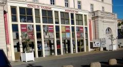 Couvent des Dominicains - Facade de l'Office de Tourisme de Carpentras