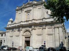 Eglise paroissiale Notre-Dame-des-Anges - Français:   Isle sur la sorgue - facade de église ND des Anges