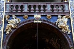 Eglise paroissiale Notre-Dame-des-Anges - Français:   Collégiale Notre-Dame des anges- Sculptures de Jean Péru (1650-1723) représentant des figures allégoriques: à droite l\'autorité et à gauche la foi ou la religion.