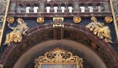 Eglise paroissiale Notre-Dame-des-Anges - Français:   Collégiale Notre-Dame des anges- Sculptures de Jean Péru (1650-1723) représentant des figures allégoriques: à gauche la bonté et à droite la bénignité.