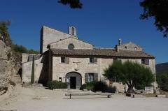 Ancienne abbaye Saint-Hilaire - English: Entrance of Abbaye de Saint Hilaire, Ménerbes (France)