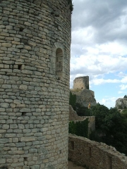 Château (restes du) - English: Mornas Fortress (Middle Ages) (Vaucluse, France): northern view from the chapel choir