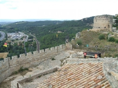 Château (restes du) - English: Mornas Fortress (Middle Ages) (Vaucluse, France): northern view