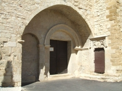 Eglise - English: Mornas (département of Vaucluse, Provence-Alpes-Côte-d'Azur région, France): Our Lady of the Val-Romigier Church (XIIth century); southern porch