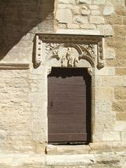 Eglise - English: Mornas (département of Vaucluse, Provence-Alpes-Côte-d'Azur région, France): Our Lady of the Val-Romigier Church (XIIth century); southern porch: gothic portal