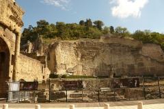 Forum romain autrefois identifié comme Gymnase romain - English: Roman Gymnasium of Orange, France