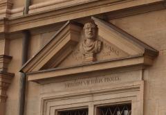 Hôtel Monier-Vinard - Deutsch: Büste des griechischen Staatsmanns und Feldherrn Epaminondas (um 418-362 v. Chr.) an der Südfassade des Rathauses von Zürich
