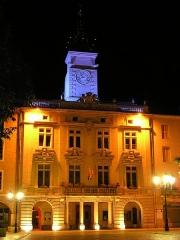 Hôtel de ville -  La mairie vue de nuit
