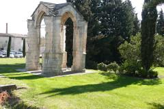 Croix couverte ou croix de Boët - Français:   Pernes-les-Fontaines