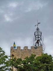 Tour de l'Horloge, dit aussi ancien château des comtes de Toulouse - Français:   Campanile de la tour de l\'horloge de Pernes les Fontaines, Vaucluse, France