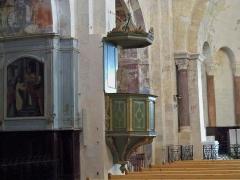 Eglise paroissiale Notre-Dame-de-Pitié - Français:   Chair de l\'église de Saignon (84), France